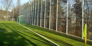 Bild vom Sportplatz mit Zaun