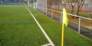Bild vom Sportplatz mit Barriere